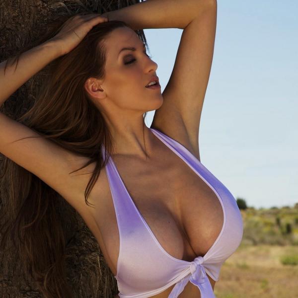 Девушки с большими грудями тоже любят секс приятно